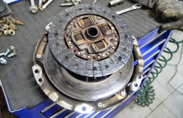 Старая корзина и диск сцепления